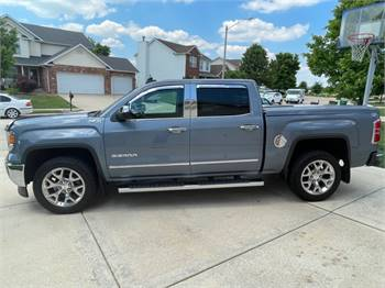 2015 GMC SIERRA SLT CREW CAB ONLY 68,000 MILES AND MANY EXTRAS (PRICED BELOW KBB VALUE)