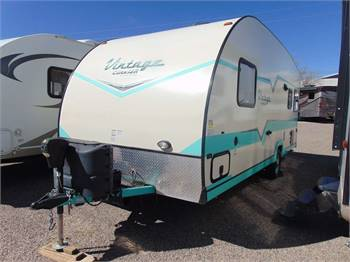 Travel Trailer - Non Slide Out Vintage Crusier VC19ERD - RV Rental